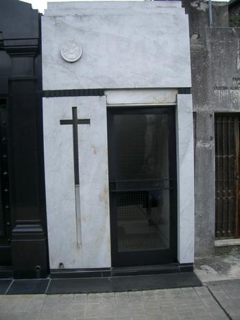 Buenos Aires 2005 - recoleta cemetery 35