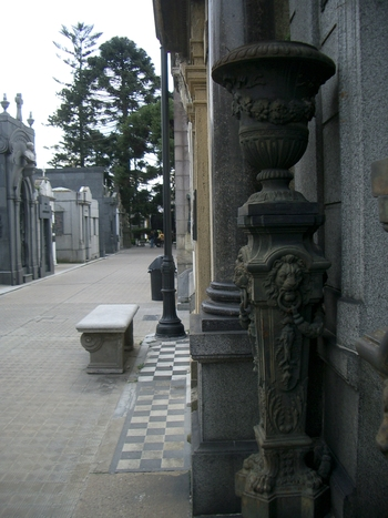Buenos Aires 2005 - recoleta cemetery 47