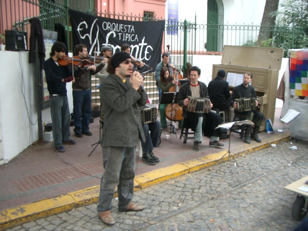 Buenos Aires 2005 - el orquesta tipica afronte