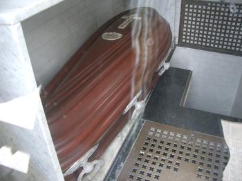 Buenos Aires 2005 - recoleta cemetery 37