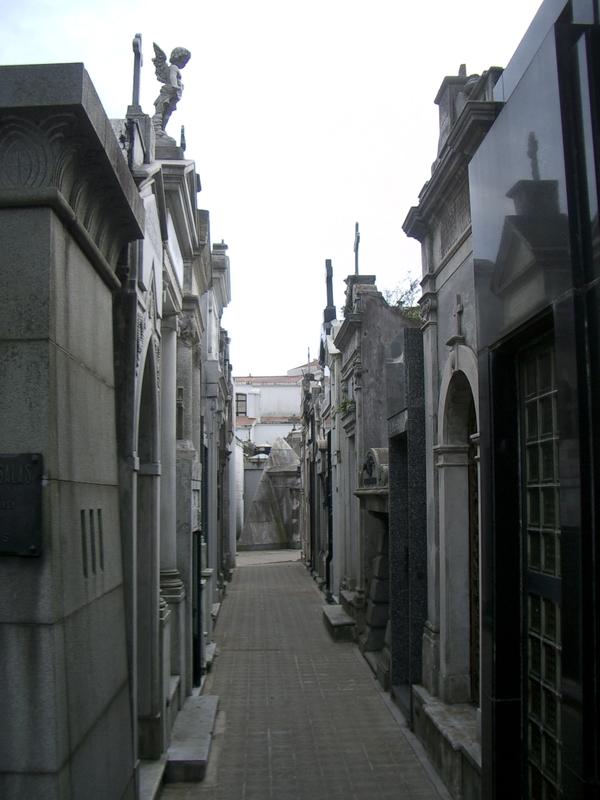 Buenos Aires 2005 - recoleta cemetery 4