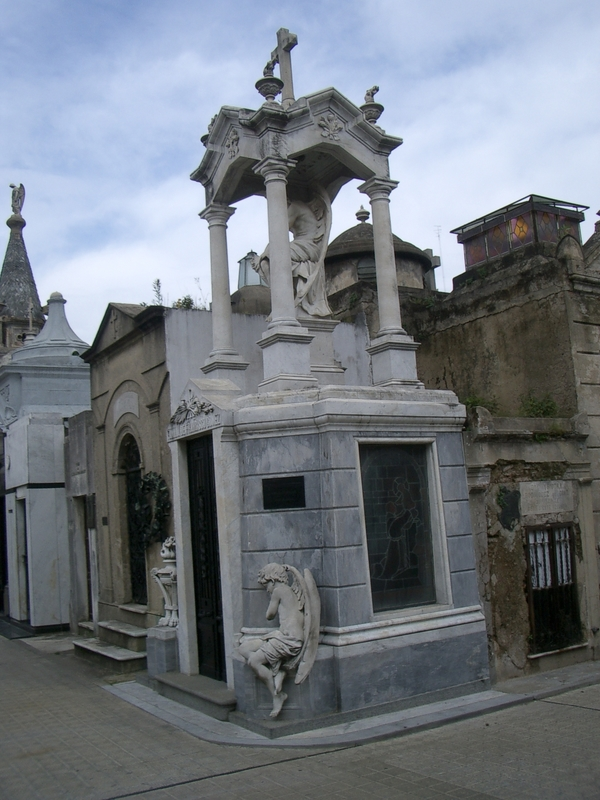 Buenos Aires 2005 - recoleta cemetery 40
