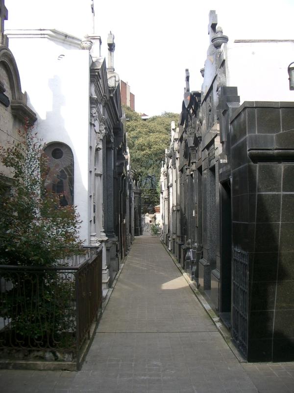 Buenos Aires 2005  - recoleta cemetery 25