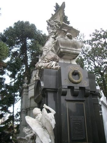 Buenos Aires 2005 - recoleta cemetery 7
