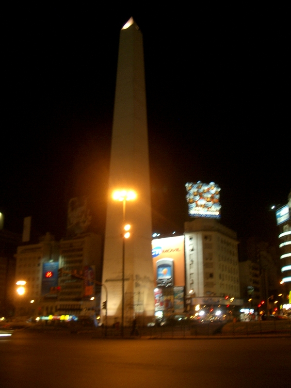 Buenos Aires 2005 - obelisk at night