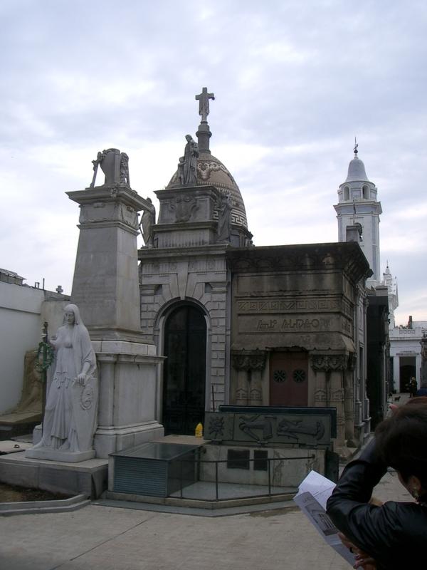 Buenos Aires 2005 - recoleta cemetery 54
