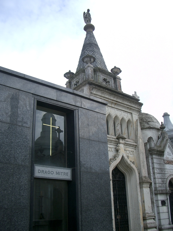 Buenos Aires 2005 - recoleta cemetery 33