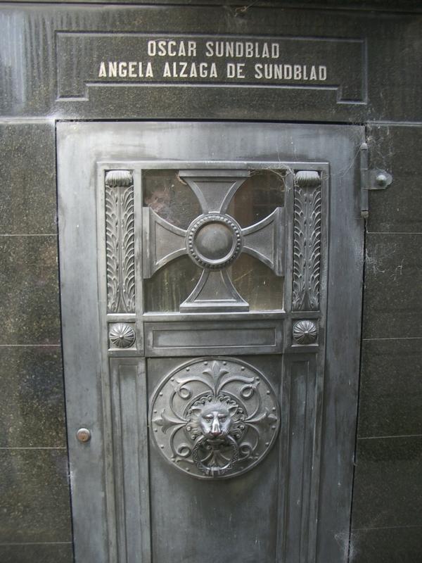 Buenos Aires 2005 - recoleta cemetery 26