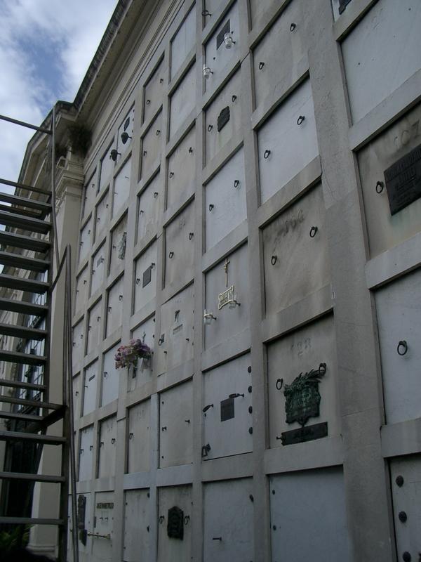 Buenos Aires 2005 - recoleta cemetery 31
