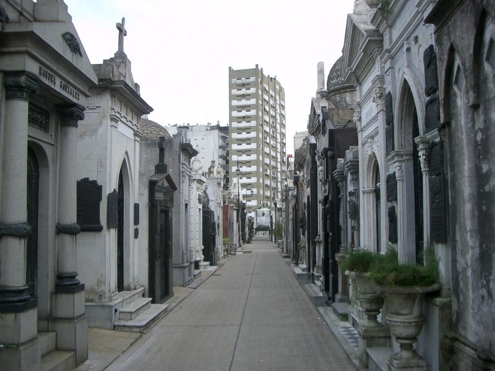 Buenos Aires 2005 - recoleta cemetery 18