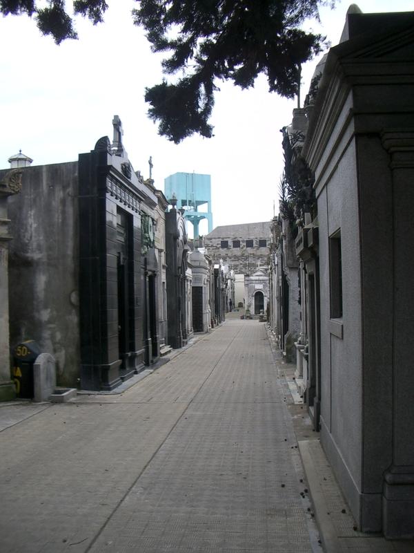 Buenos Aires 2005 - recoleta cemetery 13