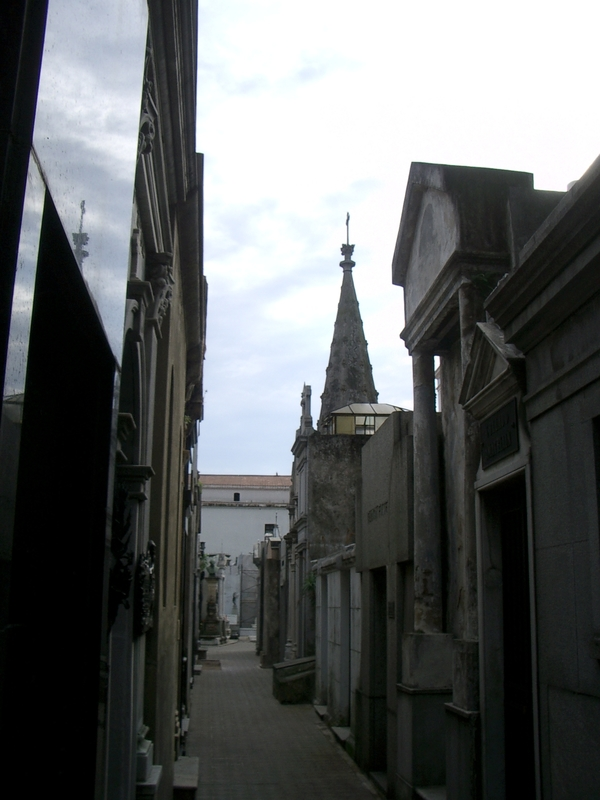 Buenos Aires 2005 - recoleta cemetery 3